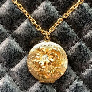 Vintage Unique Gold Ornate Floral Locket Necklace